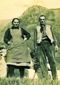 I coniugi CINATO Clementa (1901/1992) e BRUNETTO Alberto (1899/1993) all'alpeggio Cevrè