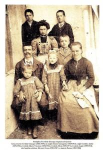 Famiglia Cordola Giuseppe (1866/1939) e Sinato Giuseppina (1869/1935) coi loro figli.