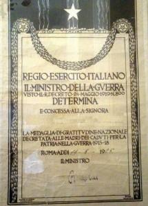 Decreto di concessione medaglia di gratitudine nazionale alle mamme dei caduti guerra 1915/18