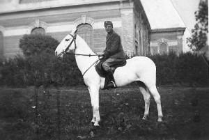 Carlo Bertolotti nel 1937 a Torino - Nizza Cavalleria II° squadrone
