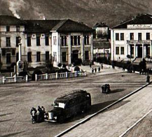 La corriera degli anni 40 nella piazza di Condove